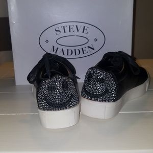 Steven Madden smiley sneakers. 😉 Size 7